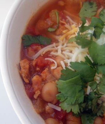 Mexican Style Chicken Chili (Slow Cooker)