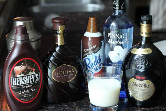 Mississippi Mudtini cocktail recipe - fun chocolate dessert drink | snappygourmet.com