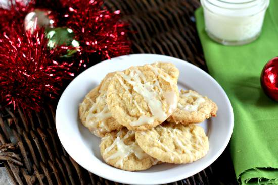 White Chocolate Drizzled Pina Colada Cookies Recipe | SnappyGourmet.com