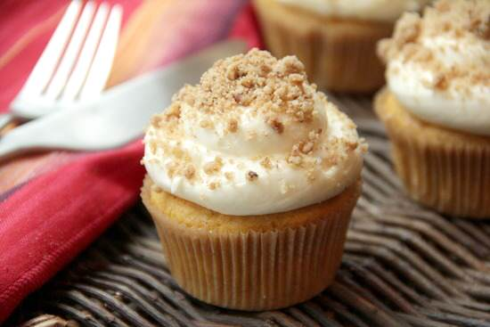 Pumpkin Ale Cupcakes with Streusel Cream Cheese Frosting | SnappyGourmet.com