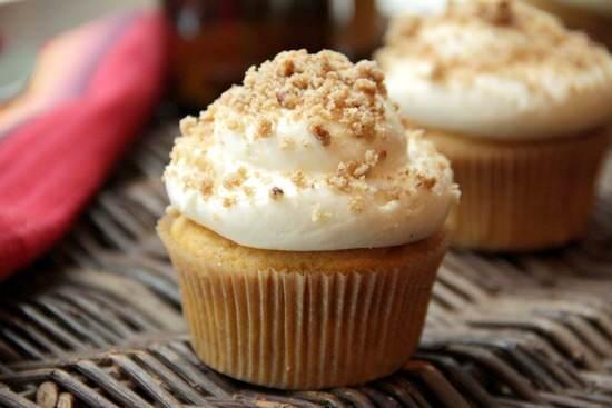 Thanksgiving Recipe Ideas (Pumpkin Ale Cupcakes) | snappygourmet.com