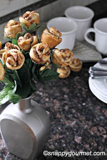 Banana Bacon Cinnamon Roll Roses (@snappygourmet.com)
