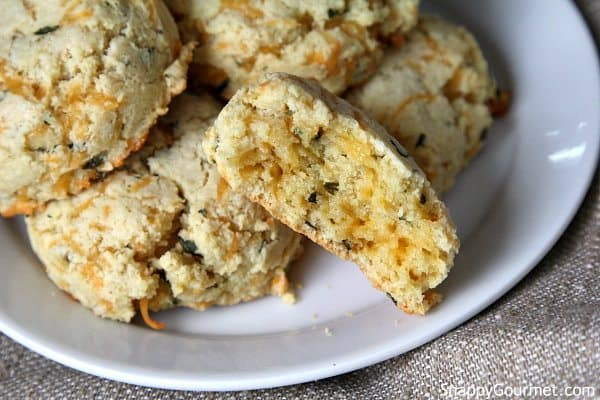 Gluten Free Cheddar Bay Biscuits Recipe - easy homemade drop biscuits! SnappyGourmet.com