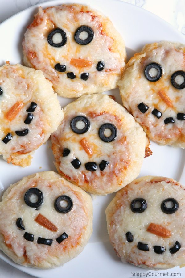 Mini Snowman Pizzas - an easy kid friendly pizza recipe perfect for winter! SnappyGourmet.com