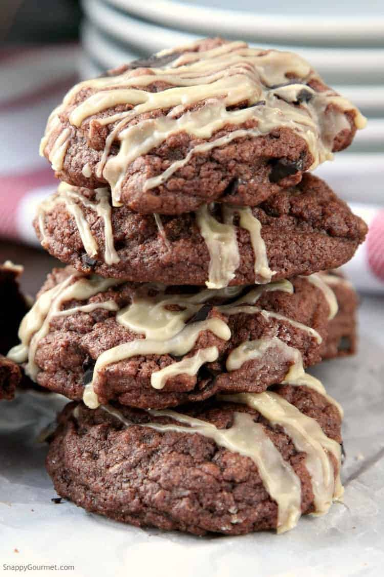 Mudslide Cookies Recipe - A Kahlua mudslide cookie just like the mudslide cocktail! SnappyGourmet.com