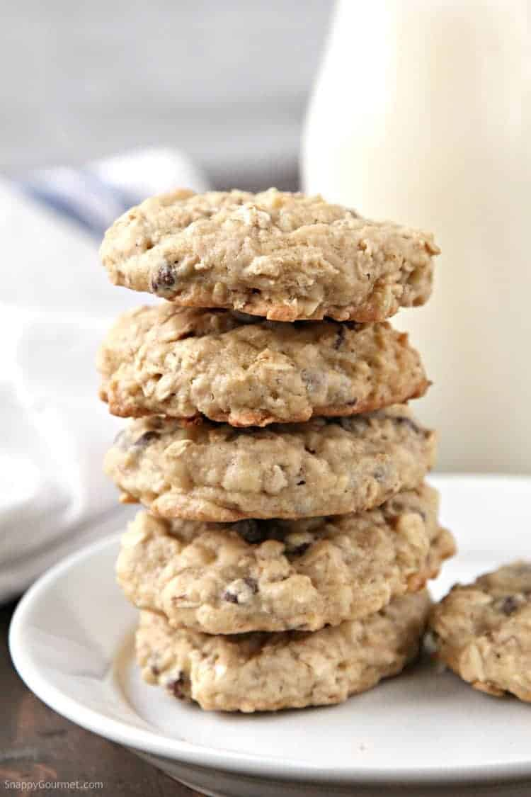 Banana Oatmeal Cookies Recipe with Chocolate Chips and Walnuts - the best homemade banana cookies with oats, chocolate chips, and nuts