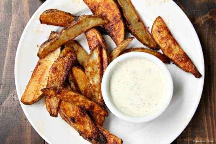 Oven Baked Potato Wedges - crispy homemade potato wedges that you bake in the oven
